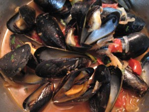 Thai mussels in the pot
